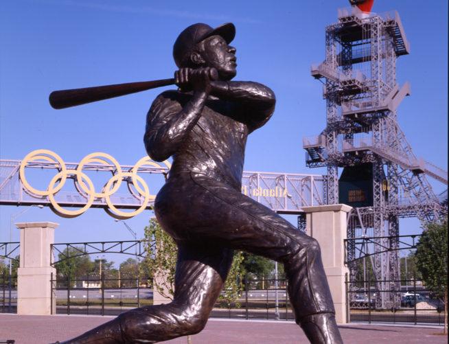 Hank Aaron statue in front of Turner Field
