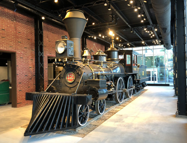 Cyclorama, locomotive in front
